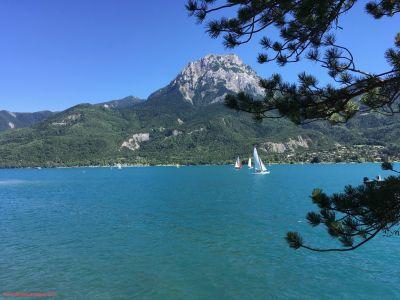 Le Lac de Serre Ponçon et le pic du Morgon