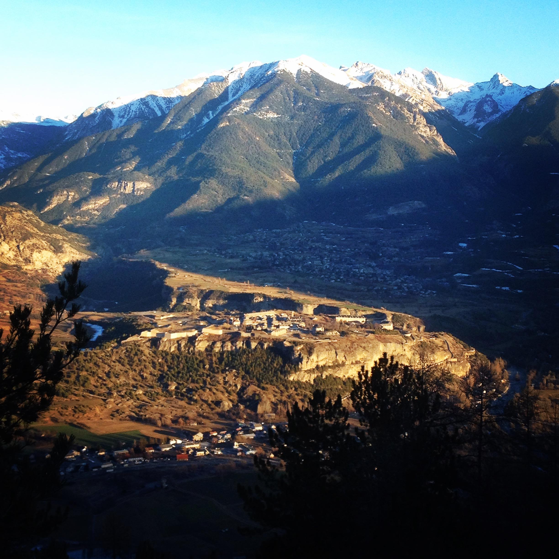 Vue sur Mont Dauphin depuis Mikéou